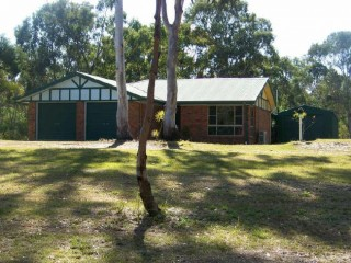 View profile: 3 Bedroom brick home fully fenced with double garage!!!