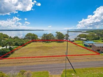 View profile: 80 Meter water frontage. Manicured acreage, Outstanding views