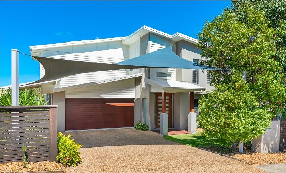 Live the DREAM in Redland Bay