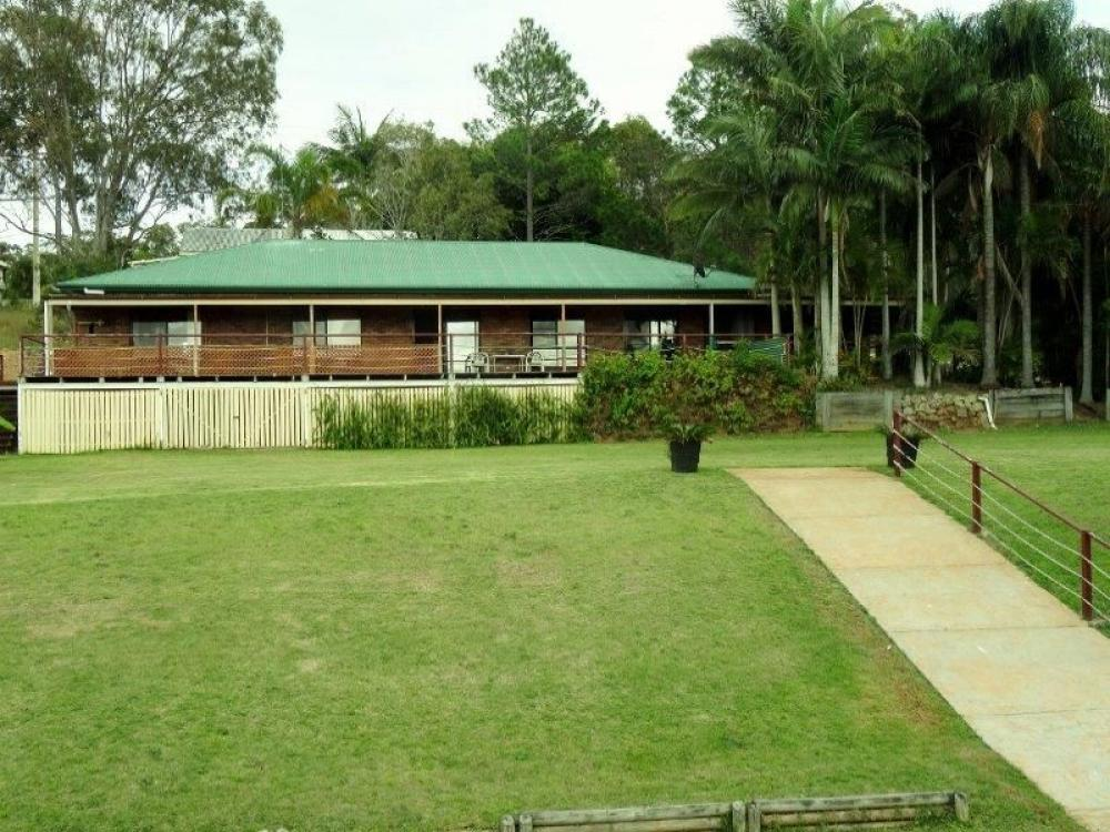 WATERFRONT - 6 BEDROOM HOME - 1200SQM - PRICED TO SELL