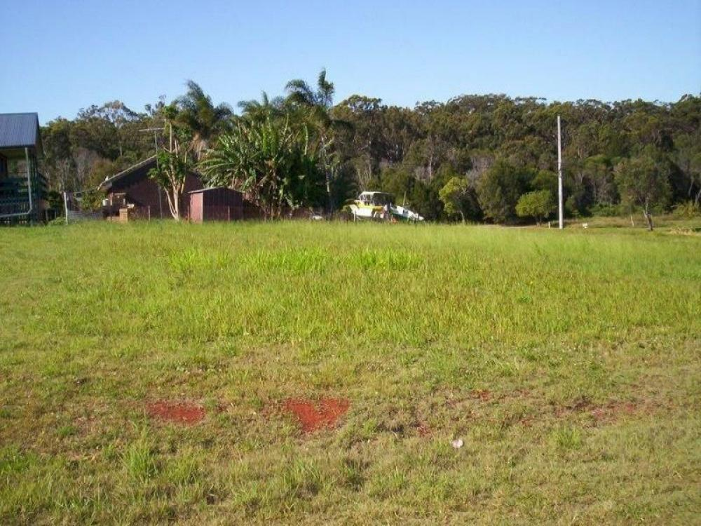 Double township block ( Over 1/4 acre )...Stroll to shops and Ferry ... !!!