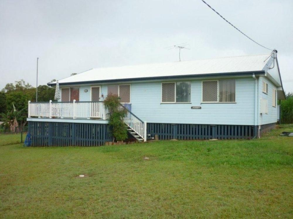 Neat & Tidy Home on 809m2...easy stroll into township!